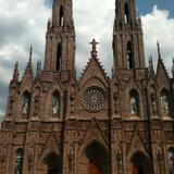 Fachada del Santuario Guadalupano, estilo gótico. Abril/2015