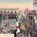 Vista al Palacio de Gobierno durante el centenario de la independencia