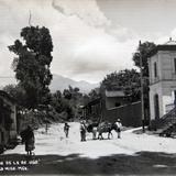 CONTINUACION DE LA AVE. HIDALGO hacia 1930-1950