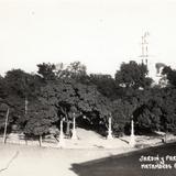 Jardín y Parroquia