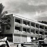 A un costado del Hotel Rosita Hacia 1930-1950