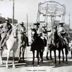Rebeldes victoriosos entrando a la ciudad posiblemente durante la Revolucion Mexicana Circa 1914 - Ciudad Juárez, Chihuahua