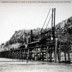 Trabajadores construyendo un Puente en el Rio Sonora entre Magdalena de Kino e Imuris Circa 1914-1915 - Magdalena de Kino, Sonora