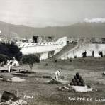 El Fuerte de Loreto al fondo Los Volcanes Alla por 1930-1950