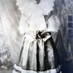 Muchacha en traje Tipico. ( Alla por 1930-1950 )