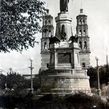 Monumento a Hidalgo en la Plaza ( 1930-1950 )