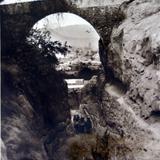 Escena Tipica el Puente Por el fotografo  Hugo Brehme ( 1920-1940  )