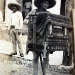 TIPOS MEXICANOS Un Organillero Callejero ( 1900-1920 )