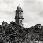 Ruinas del templo de Parangaricutiro despúes de la erupción del volcán Paricutín