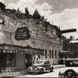 Calle Elías y Restaurante Bar La Caverna