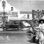 Café tradicional y turistas en Tijuana