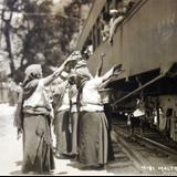 Vendedoras en la Estacion Ferroviaria Por el fotografo Hugo Brehme. - Maltrata, Veracruz