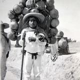 Tipos Mexicanos Vendedor de cantaros Alrededores de La Ciudad de Mexico..