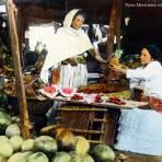 Tipos Mexicanos vendedoras de fruta.