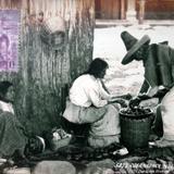 Tipos Mexicanos vendedora de Frutas  Por el fotografo Hugo Brehme .