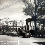 Pergola y  Palacio Municipal.