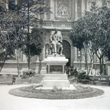 Estatua a D. Carmona y Valle de la ciudad de Mexico.