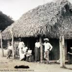 Una Familia de Penuela Veracruz Por el fotografo Hugo Brehme..