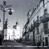Calle y vista de La Catedral .