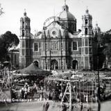 La Basilica de Guadalupe en FIESTAS 12 de Diciembre de 1946 .