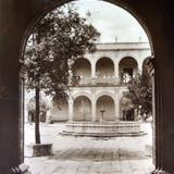 El colegio de Las Vizcainas Por el fotografo Hugo Brehme.