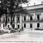 Palacio de gobierno y La Plaza .