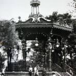Kiosko y La Plaza de Armas.