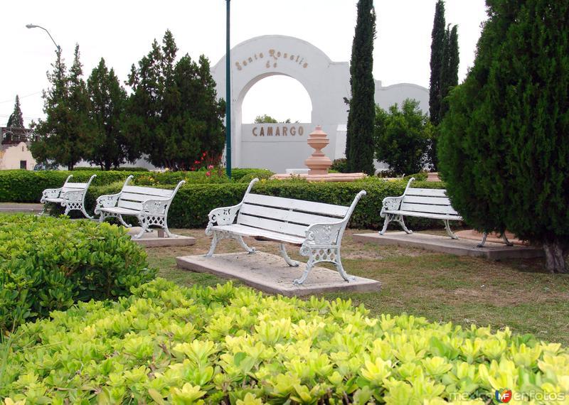 Plaza en la entrada norte de Camargo