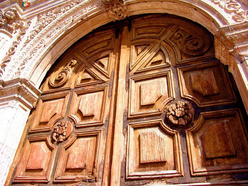 Puerta lateral de la catedral