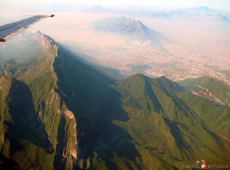 Vista aérea del área metropolitana de Monterrey