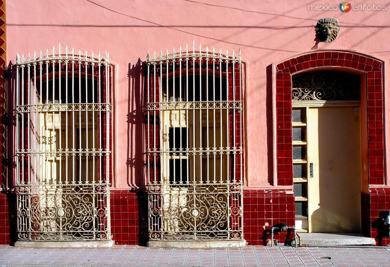 Balcones y puerta