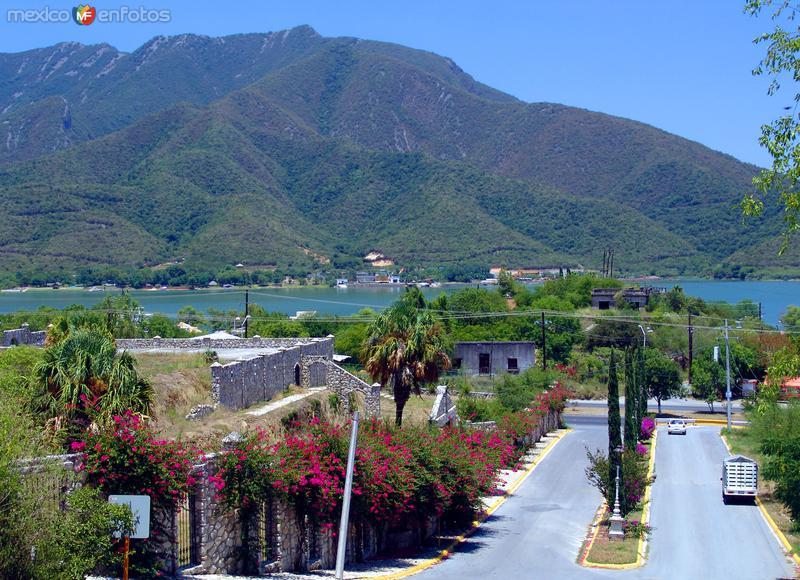 Calles de Santiago y presa de La Boca