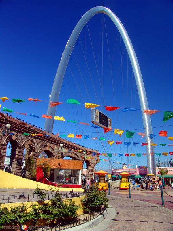 Plaza Santa Cecilia y Arco de Tijuana