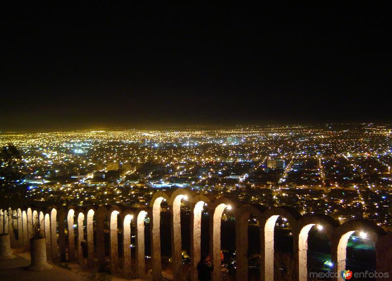 Vista nocturna desde el cerro de las Noas