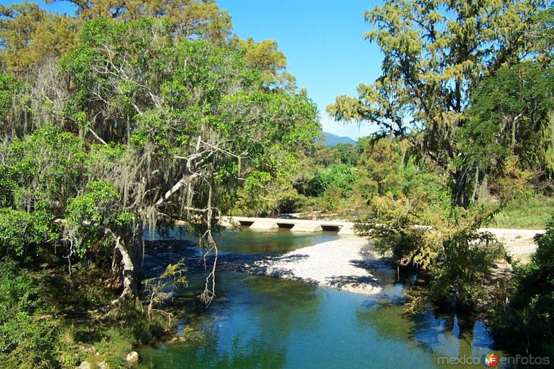 Río Sabinas ( Ejido El Azteca )