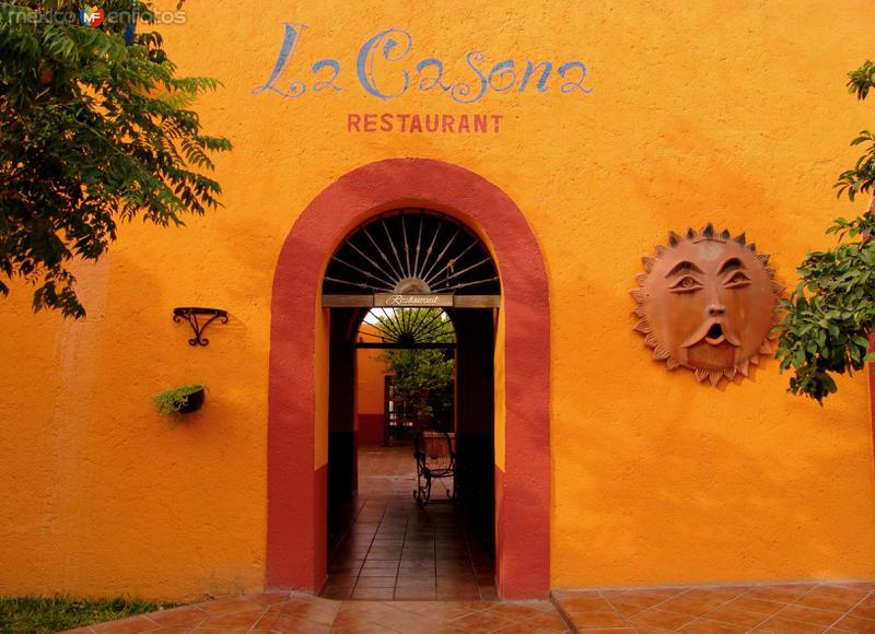 Entrada al restaurante La Casona