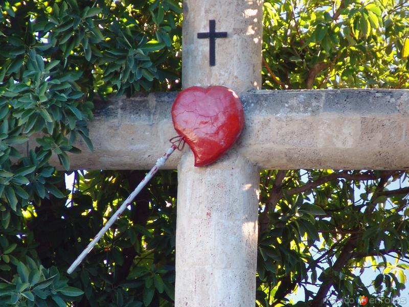 Cruz y corazón