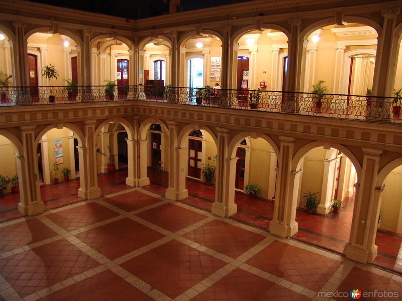 patio interior del palacio de gobierno colima colima