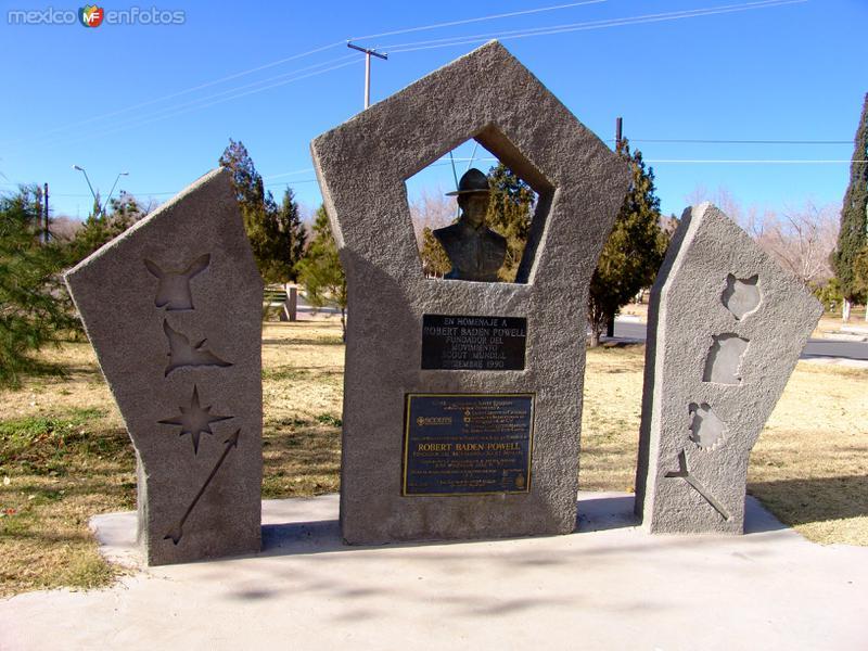 Monumento a Robert Boden, fundador de los Boy Scouts