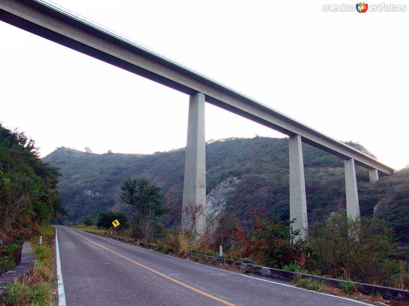 Puente sobre el río Tuxpan