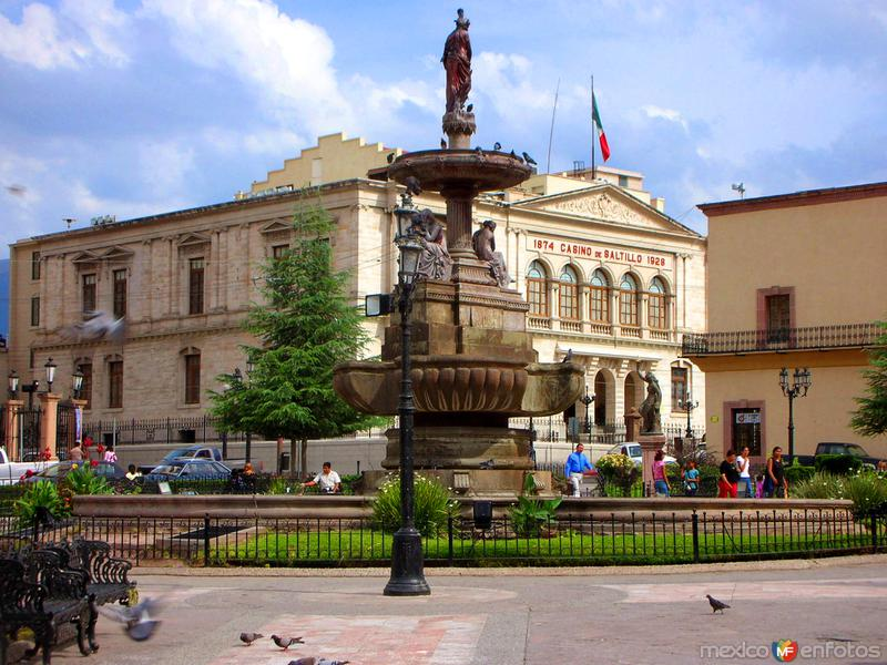 Casino y fuente la Plaza de Armas