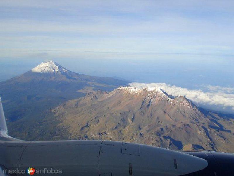 Volcanes Iztaccíhuatl y Popocatépetl