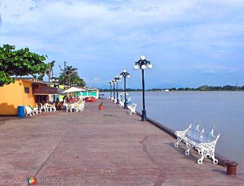 Restaurantes junto al Río Papaloapan