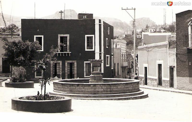 Plaza con fuente