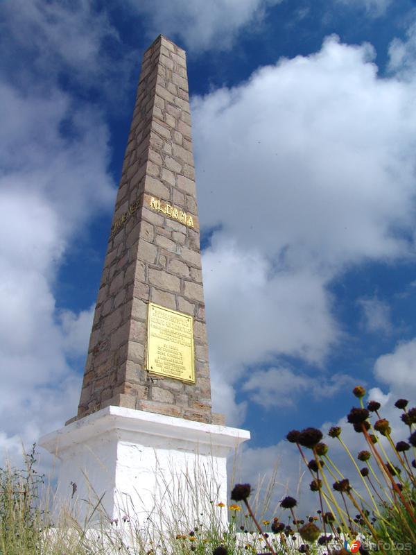 Obelisco en memoria de los insurgentes caídos