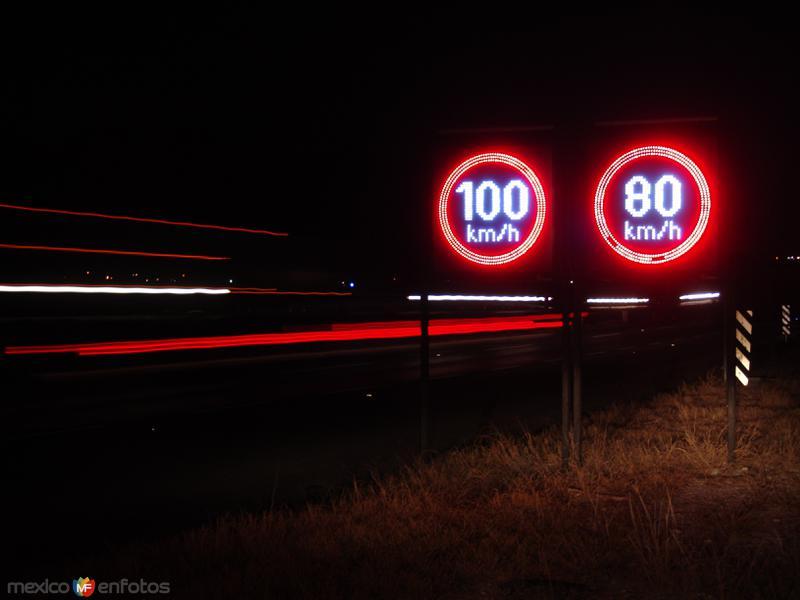 Señalamiento de límite de velocidad máximo y mínimo
