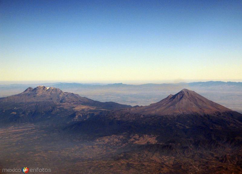 Volcán Iztaccíhuatl y Popocatépetl