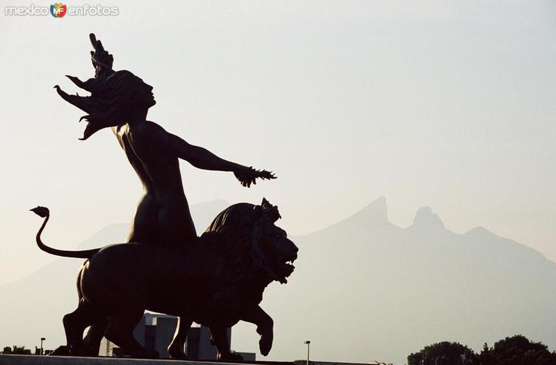 Fuente de la Vida y Cerro de la Silla.... 35 mm