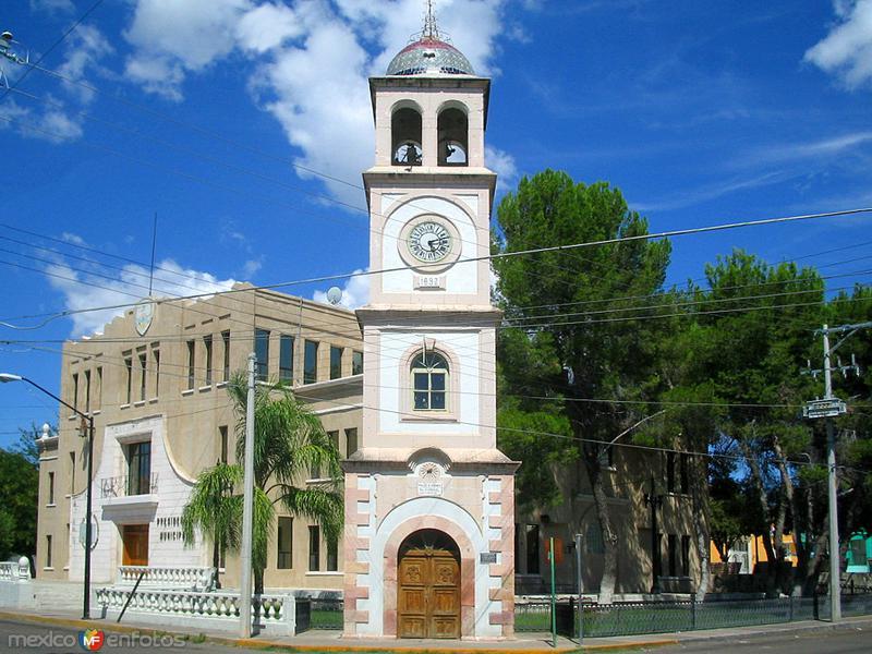 Reloj y Presidencia Municipal