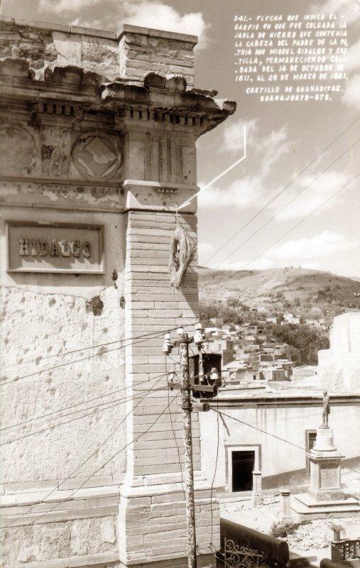 Garfio donde fue colgada la jaula con la cabeza de Miguel Hidalgo en el Castillo de Granaditas